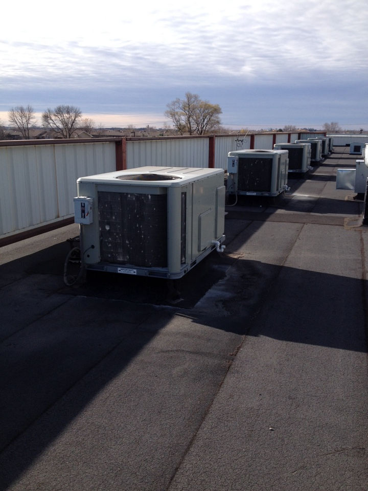 Manhattan, IL - Trane rooftop maintenance at Grand Prairie animal hospital