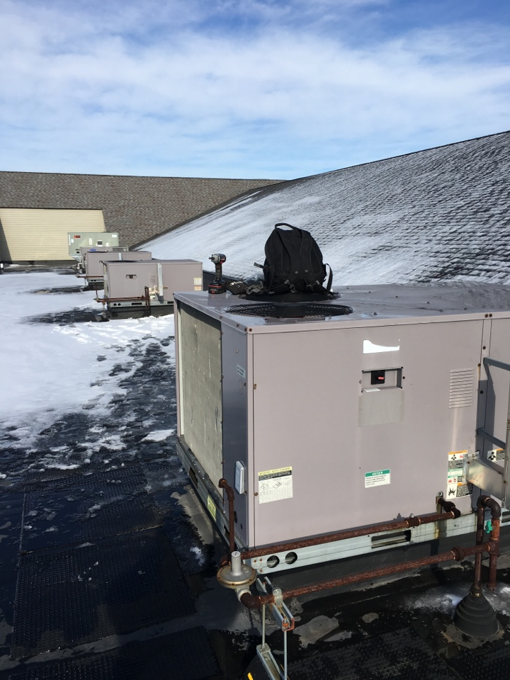 Manhattan, IL - Rooftop maintenance at Manhattan Mechinical commercial building