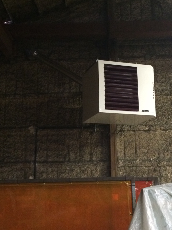 Manhattan, IL - Reznor commercial hanging heater and powered louver install