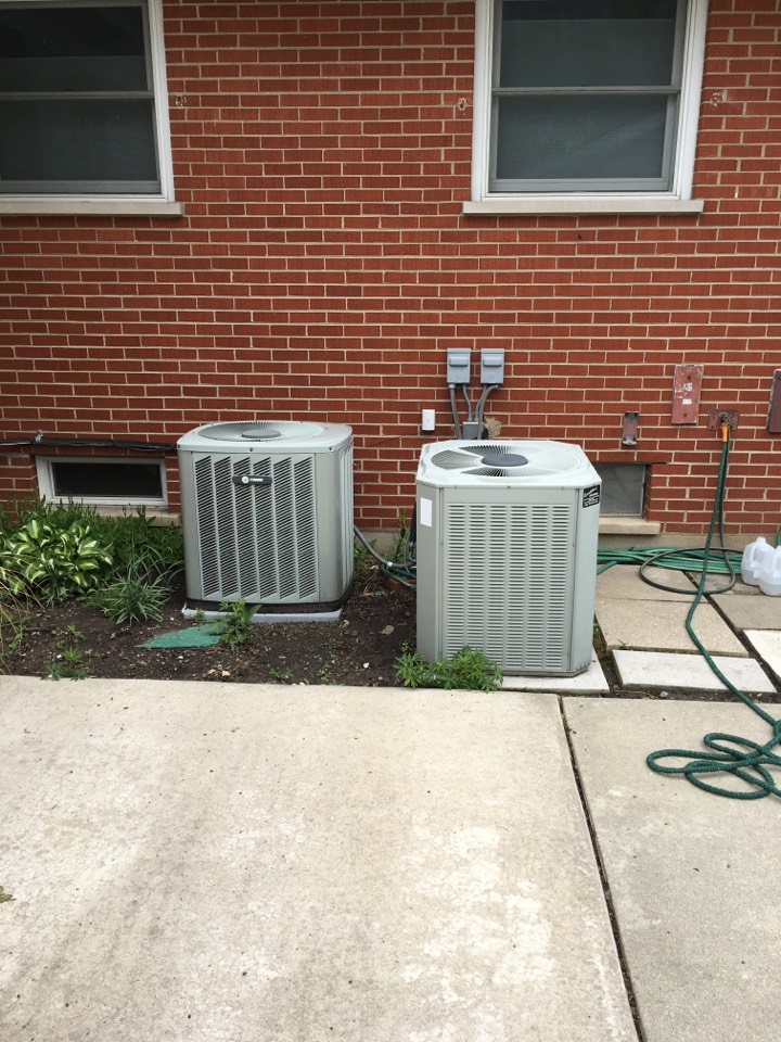 Glenwood, IL - Doing maintenances on two Trane air units