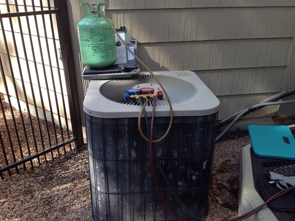 Franktown, CO - Ac iced up adding 2lbs r22 freon