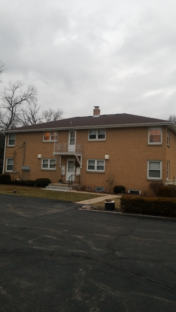 Brookfield, WI - New roof on apartment building in Brookfield,WI.
