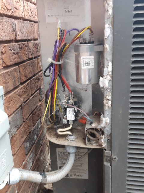 Brampton, ON - In Barrie working on a 11 year old ac unit all kinds criders making it home not good