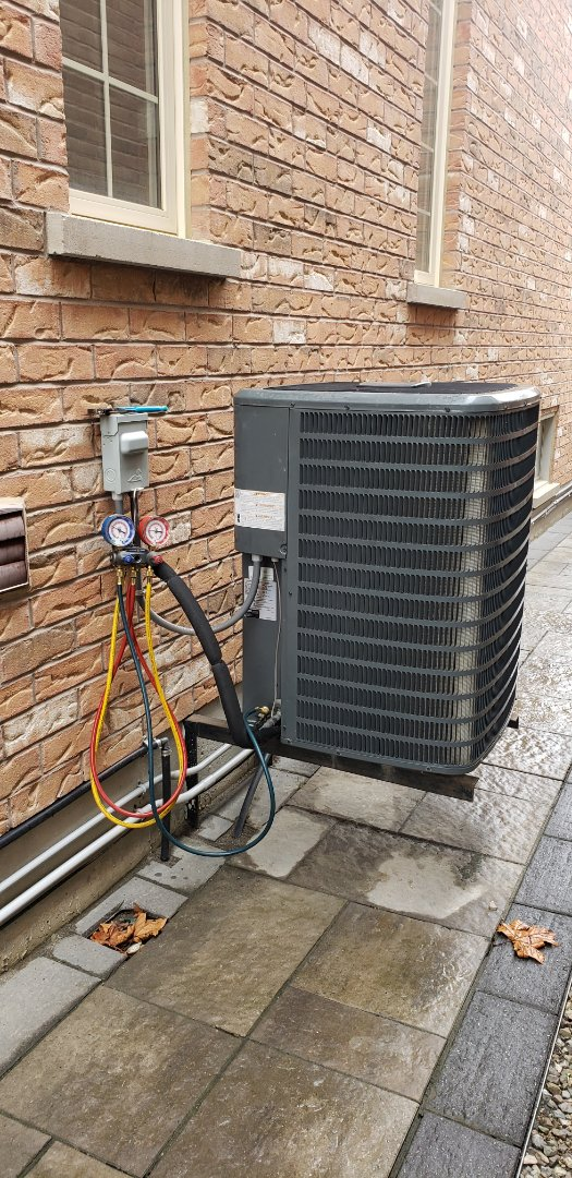 Vaughan, ON - Performing yearly maintenance on a Goodman 3 ton air conditioner in Kleinburg.