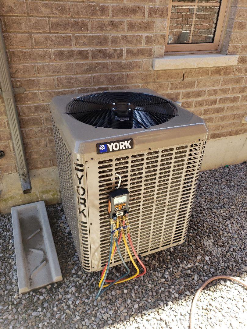 Vaughan, ON - AC maintenance on York unit in Kleinburg