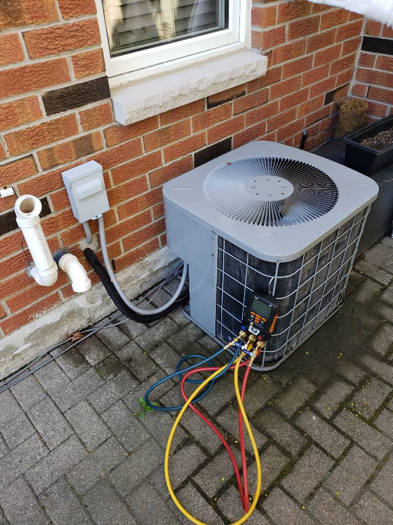 AC maintenance on older R22 unit in Whitby