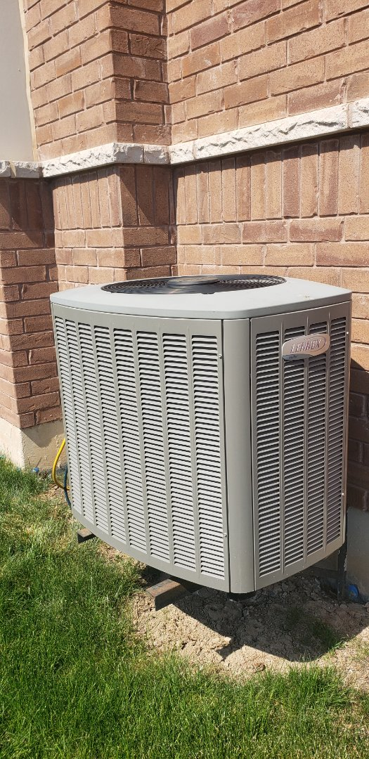 Brampton, ON - Performing yearly maintenance on a Lennox 4 ton air conditioner in Brampton