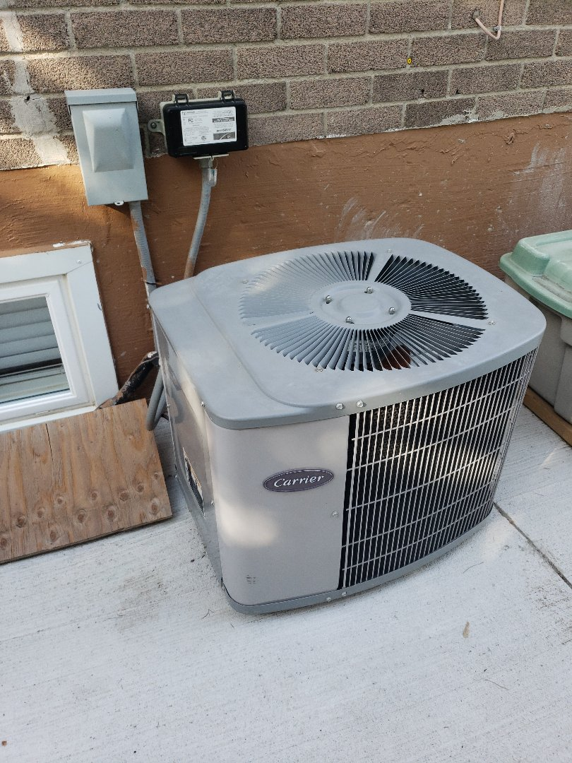 North York, ON - AC tune up on Carrier Unit