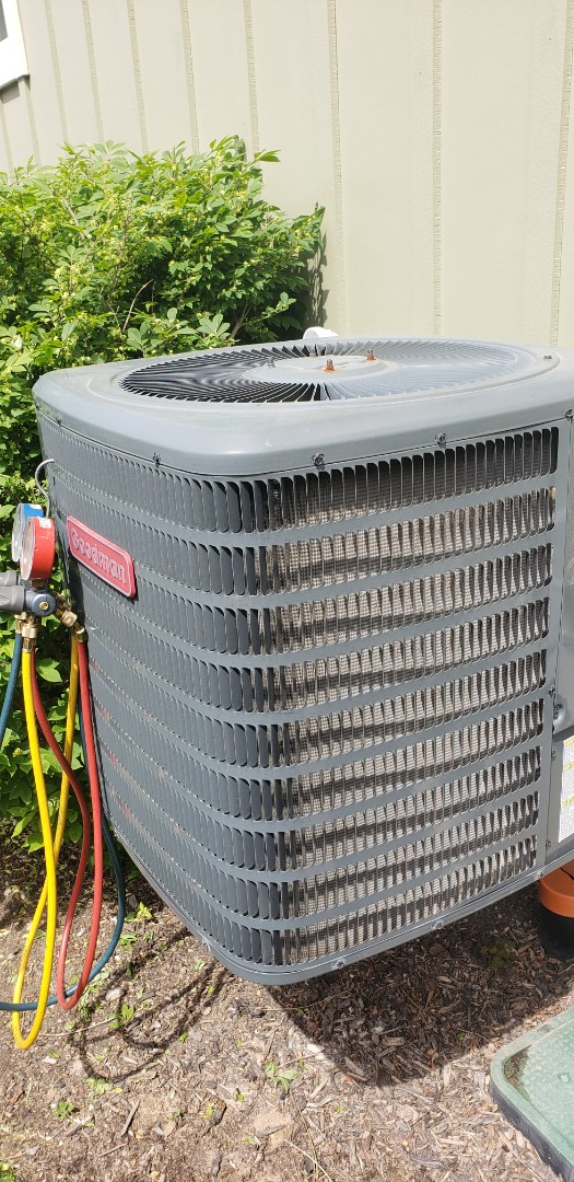 Performing yearly maintenance on a Goodman 1.5 ton air conditioner in Niagara on the Lake.