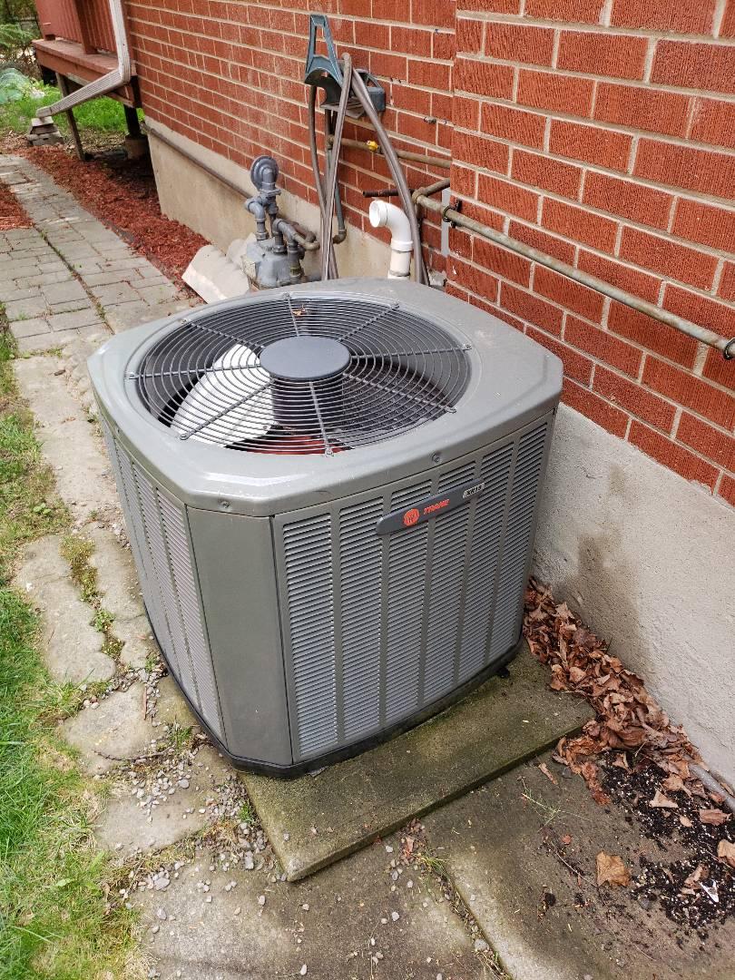 Old Toronto, ON - AC maintenance on Trane unit