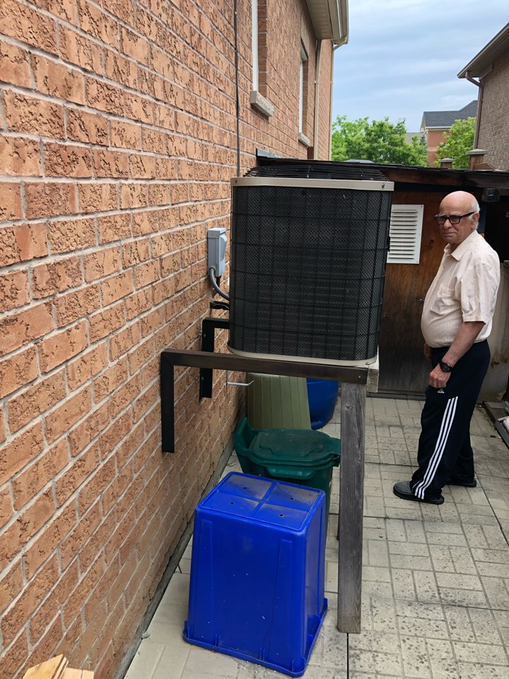 Mississauga, ON - Replacing an old air conditioner with a new Goodman GSX16 2 ton air conditioner