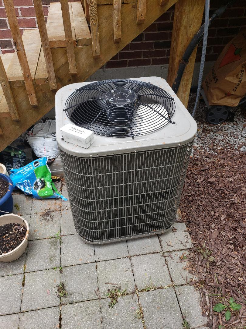 North York, ON - Replaced 45 uf capacitor on Bryant AC