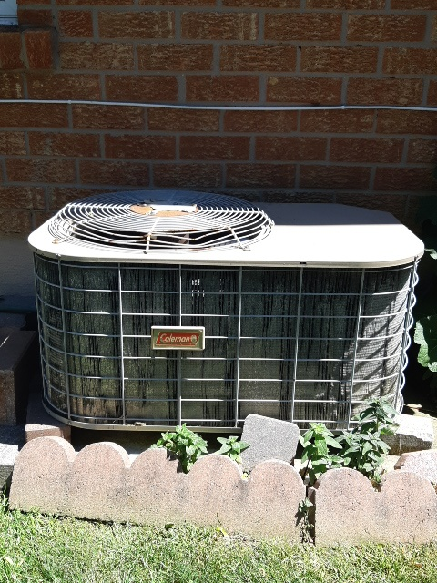 Vaughan, ON - Air conditioning  tune up in Woodbridge  on a vary old colman  r22 freon unit needs to be replaced