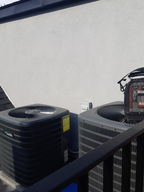 Air conditioning matinace  on a roof top in Toronto
