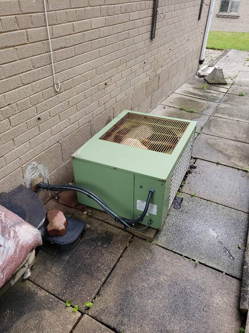 North York, ON - AC maintenance on old Keeprite R22 unit