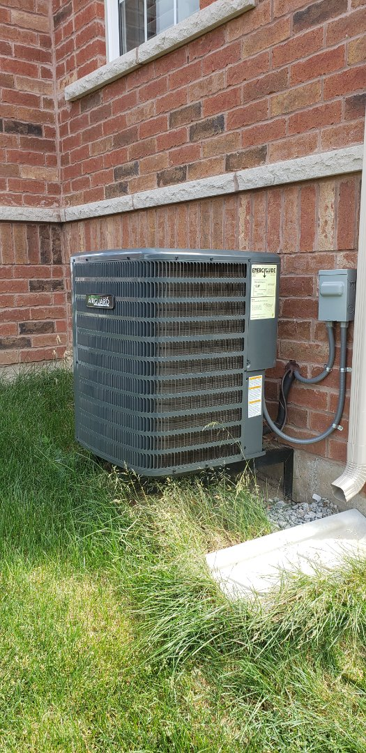 Performing yearly maintenance on a Goodman 2 ton air conditioner in Niagara on the Lake.