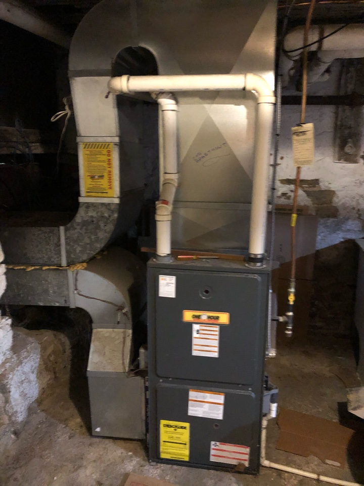Hamilton, ON - Quoting new Goodman AC and furnace for existing customer in Hamilton
