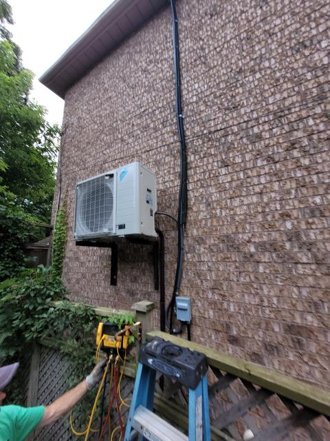 INSTALLED NEW DAIKIN FIT 2.5 TON DX17VSS030 AIR CONDITIONER IN TORONTO (THE BEACHES) FOR A VALUED HOMEOWNER.