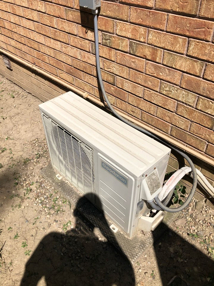 Etobicoke, ON - Quoting a new Daikin ductless air conditioner 12,000 BTU for an existing customer to replace an old Goodman unit.