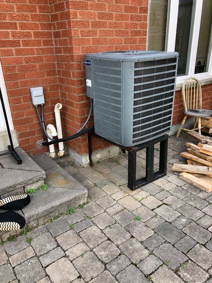 Mississauga, ON - Replacing old GOODMAN 3 Ton air conditioner with new Goodman GSX16 3 Ton air conditioner for a new client in Mississauga!