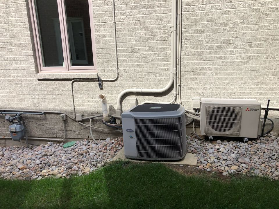 Vaughan, ON - Quoting a new Daikin Fit 3.5 Ton air conditioner and 100,000btu Daikin furnace time replace an old Lennox furnace and Carrier Air Conditioner