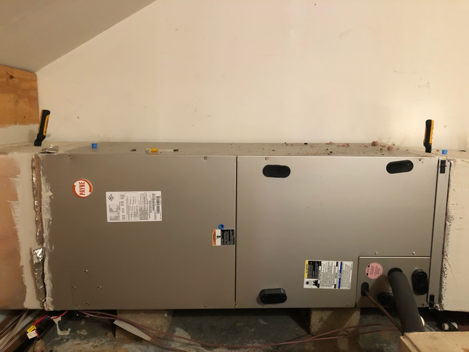 Toccoa, GA - Complete repairs on Bryant heat pump with failing high voltage distribution system. Now cooling well making home comfortable