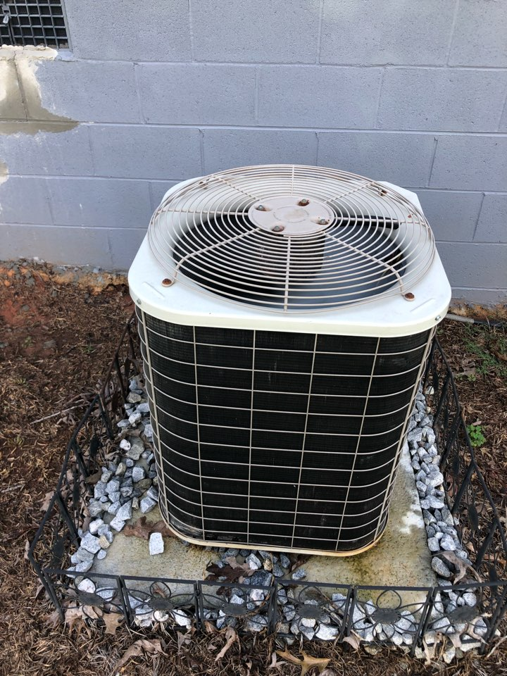 Royston, GA - Complete late evening repair to Nordyne heat pump to restore cooling in home.
