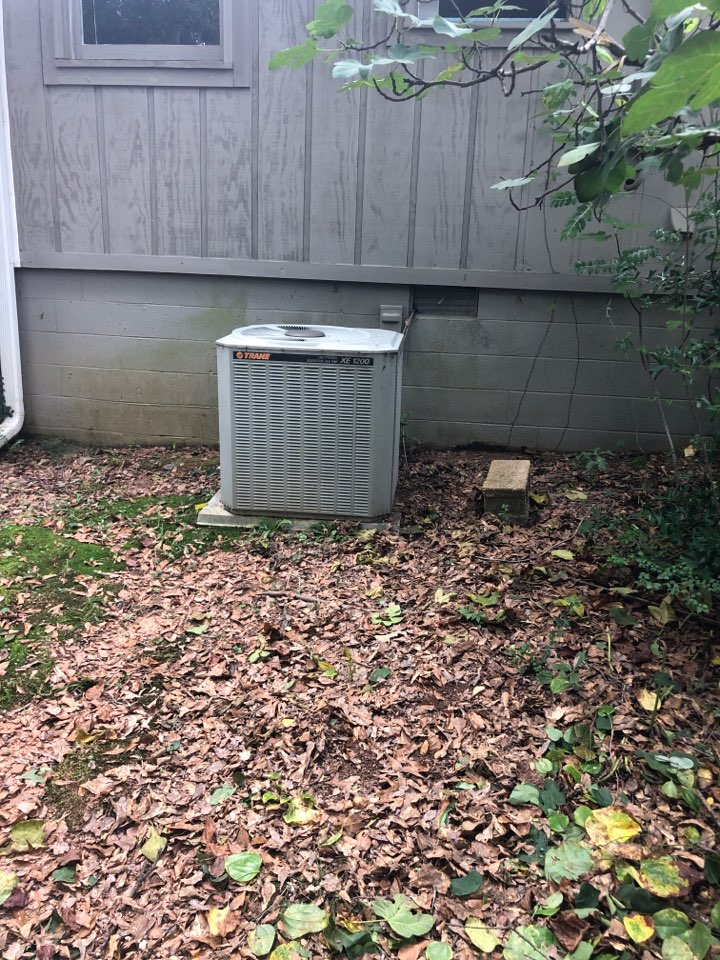 """Hartwell, GA - Trane heat pump almost out of R22 """"freon"""" meaning there is a refrigerant leak in system."""