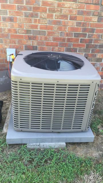 Carnesville, GA - Failed Blower system on Vexar air handler by York, system capacitor weak.  Bearings locking down on fan motor.  Replaced failed motor and cleaned blower system.