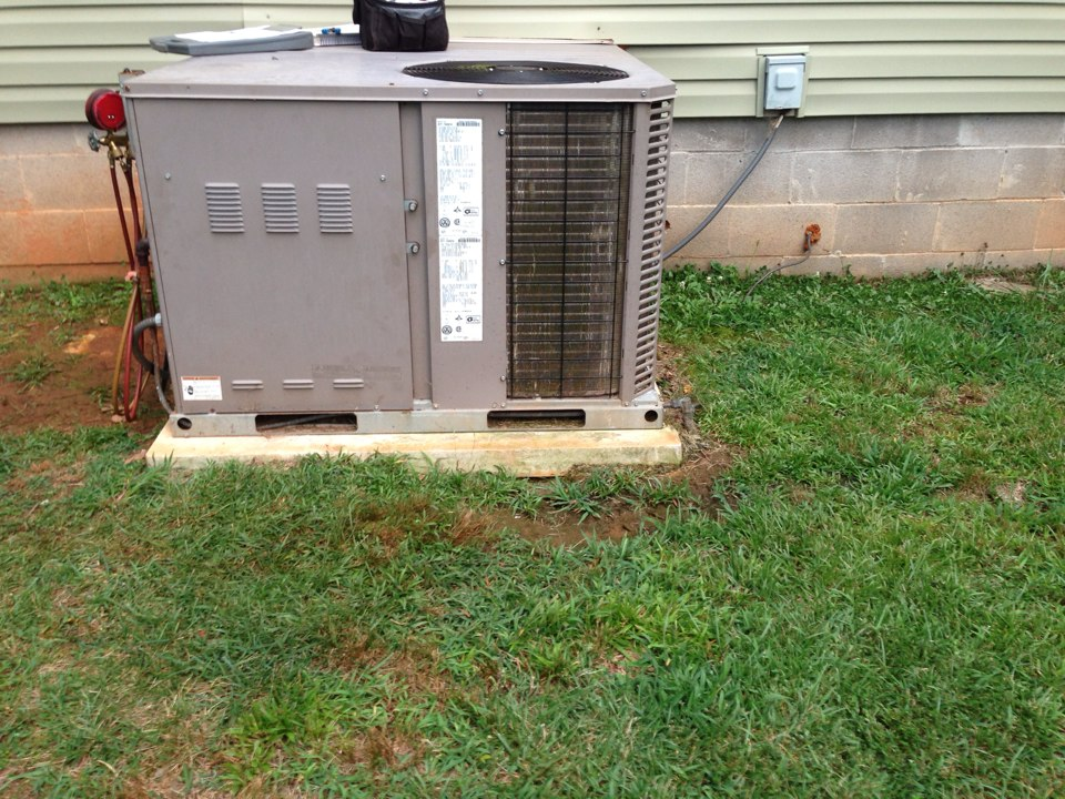 Royston, GA - Air Conditioner not running, thermostat was blank.