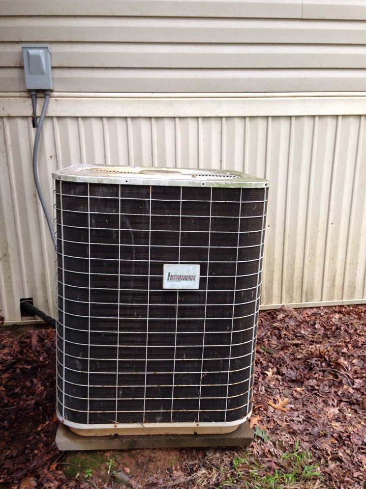 Carnesville, GA - Nordyne Heat Pump was freezing up in A/C mode. Low freon levels causing it to run a lot and perform poorly as an Air Conditioner. Recharged system with coolant refrigerant, R22 for proper capacity and ability to blow cold air & create a comfortable  home.