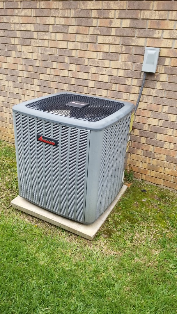 Dallas, TX - Repairing  an  Amana air conditioner in Carrollton for a family.