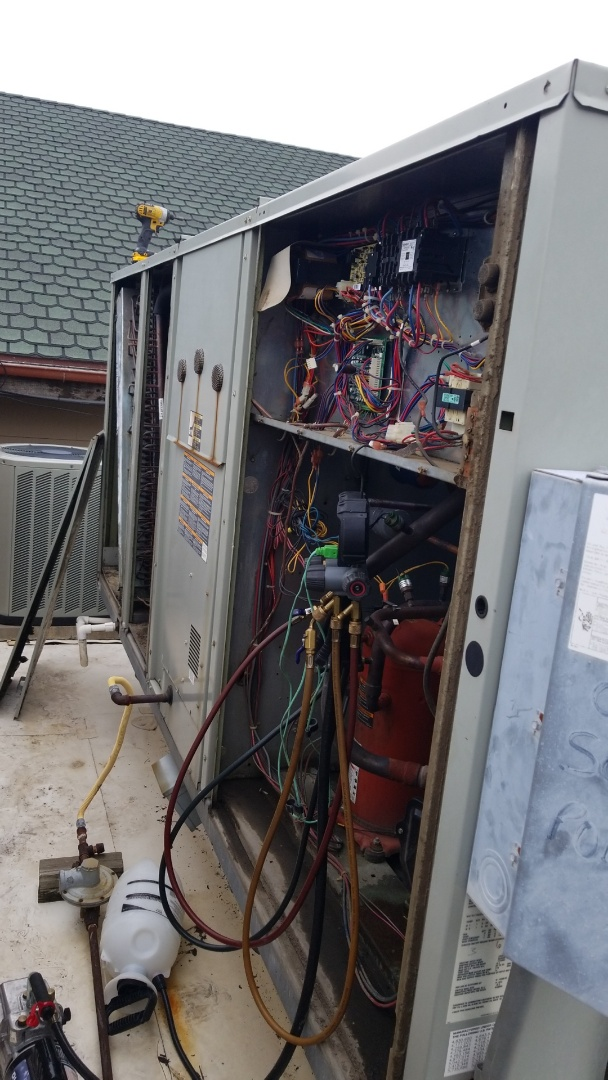 Colleyville, TX - Working on a Trane roff top in Colleyville