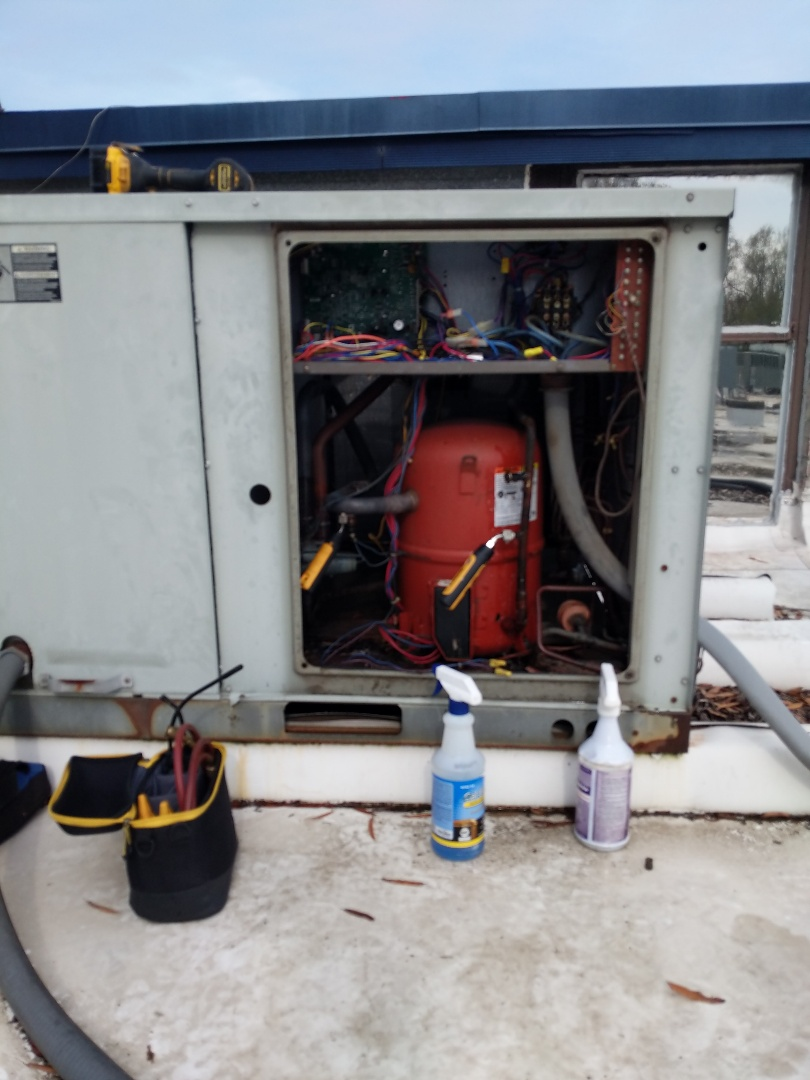 Benson, NC - Finding a refrigerant leak on a Trane roof top unit at the Parks & Rec building.