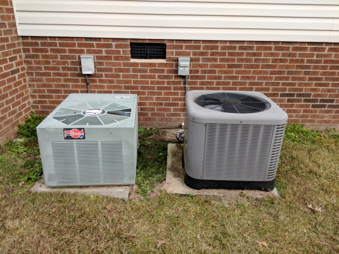Benson, NC - Repairing two Rheem heat pumps.