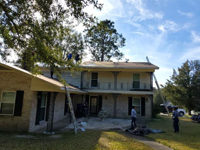 Mobile, AL - We are replacing the roof on this house in Mobile, AL
