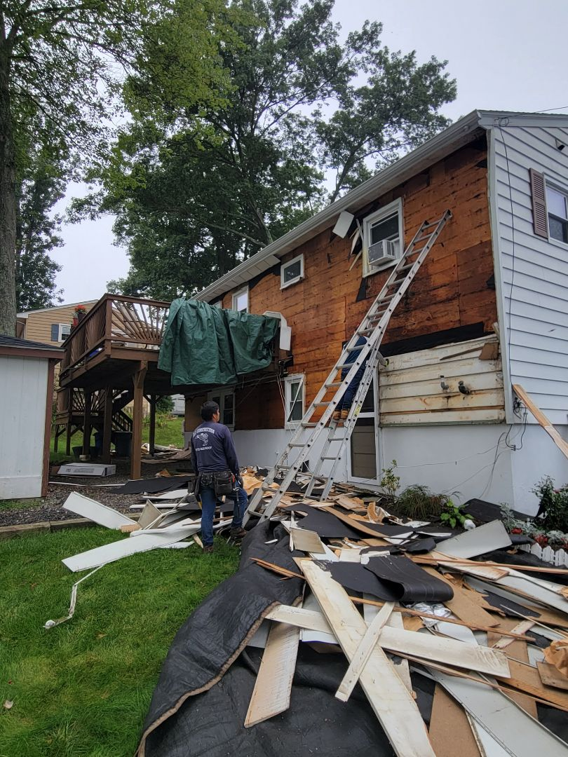 Roxbury Township, NJ - Removing old siding and getting ready to install new CertainTeed Monogram siding