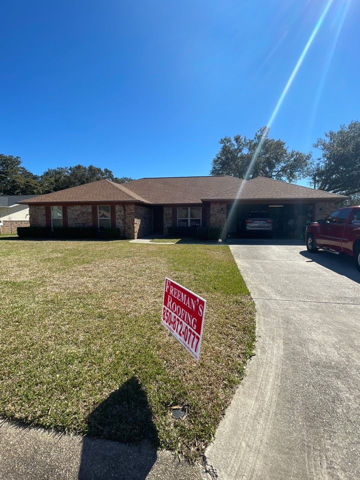 Pensacola, FL - Brand new roof up on this beautiful home in Pensacola, FL Freeman Roofing Atlas Pristine Desert