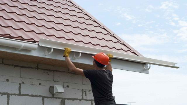 Century, FL - Freeman Roofing specializes in reroofs and repairs, using well-known manufacturers and quality materials. From tile roofs to metal roofs and asphalt, our knowledgeable experts are the best choice for your residential roofing needs.
