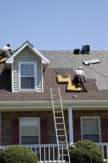 Residential Roofer Near Laurel Hill: Being a long-time local business, Freeman Roofing is quick to act when disaster hits home.  Check This: https://freemanroofing.com/about/