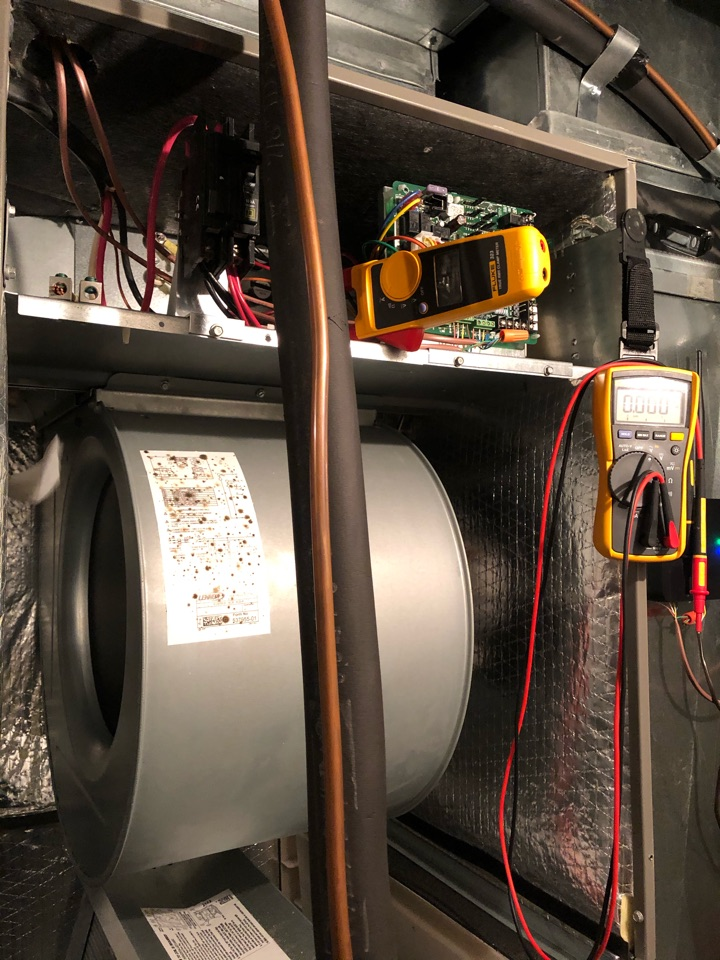 Ridgedale, MO - Performing a heating checkout on two Lennox heat pump systems. Replacing filters, cleaning coils, cleaning condensation drains, testing and inspecting strip heat operation and wiring, checking system charge, inspecting outdoor electrical and wiring, and testing overall system performance.