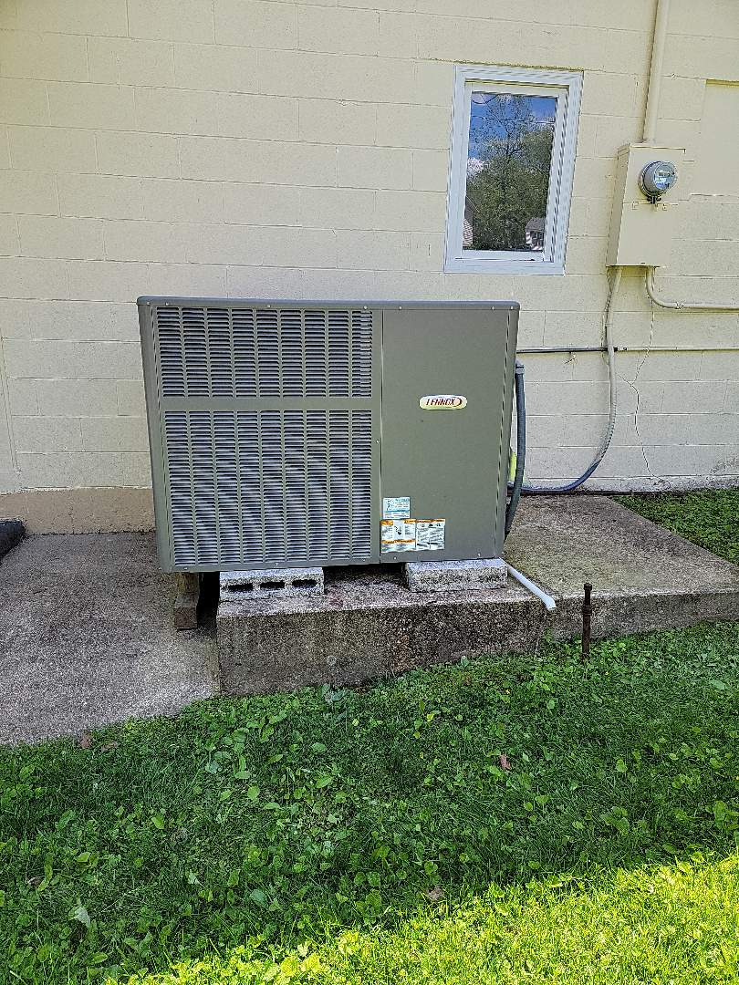 Branson, MO - Came out to preform a leak search on lennox package unit. Found two Schrader core valves leaking. Replaced them check charge and made sure that system was operating properly.