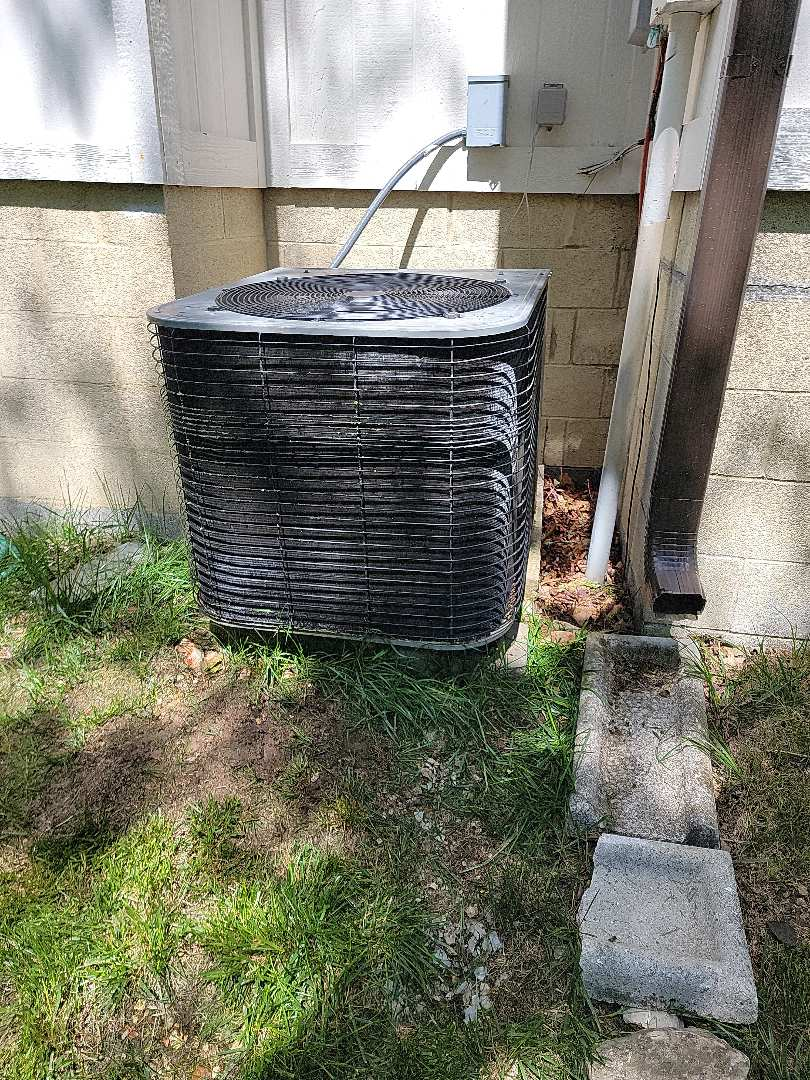 Branson, MO - Planned maintenance agreement cooling tune up on a lennox heatpump. Found that the system was operating properly.