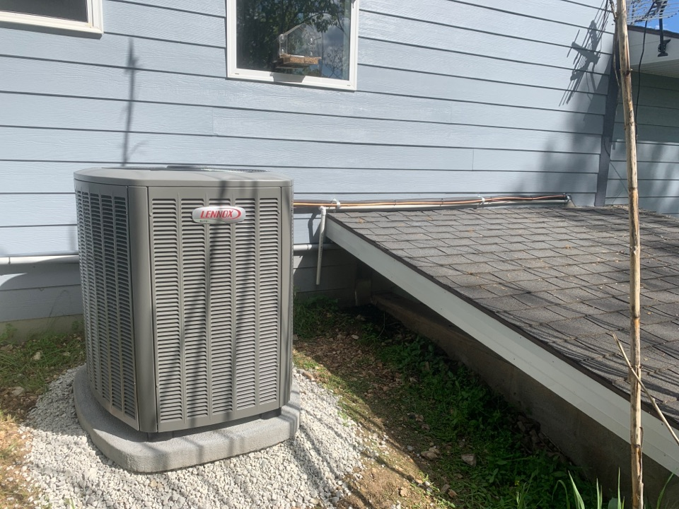 Reeds Spring, MO - Brand new outdoor unit installed at this house for the first time