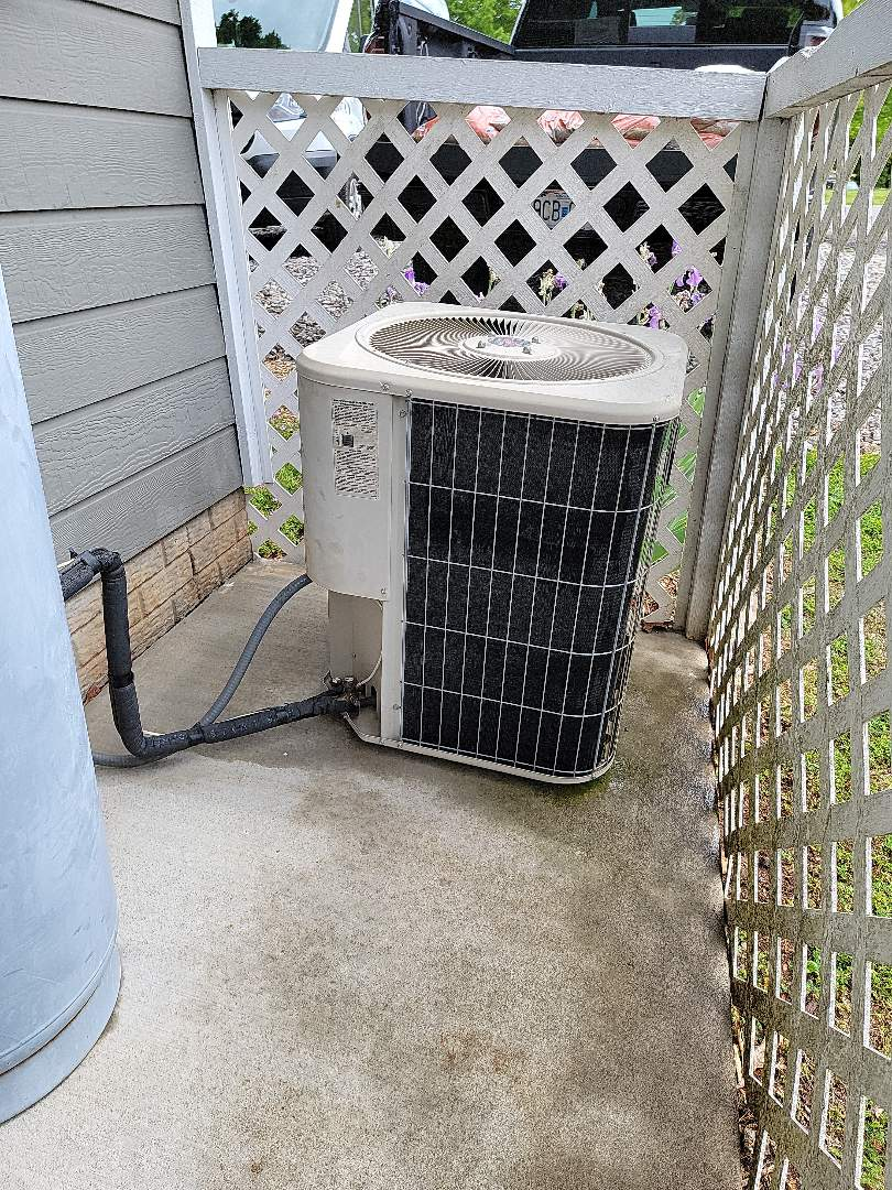 Galena, MO - Planned maintenance agreement cooling tune up. Checked out the lennox heatpump and found it to be operating properly.