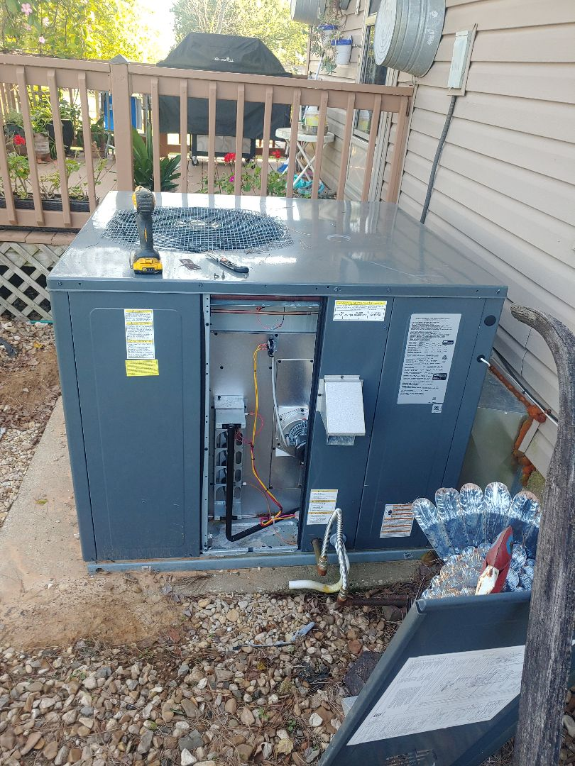 Fort Smith, AR - Servicing on Amana gas package unit on White Bluff Lane Fort Smith Arkansas