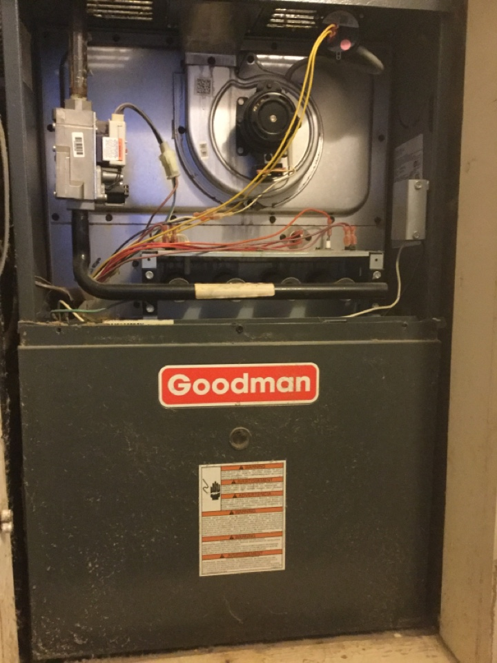 Barling, AR - Performing a fall tuneup on a GOODMAN furnace for a customer in Barling on E Street