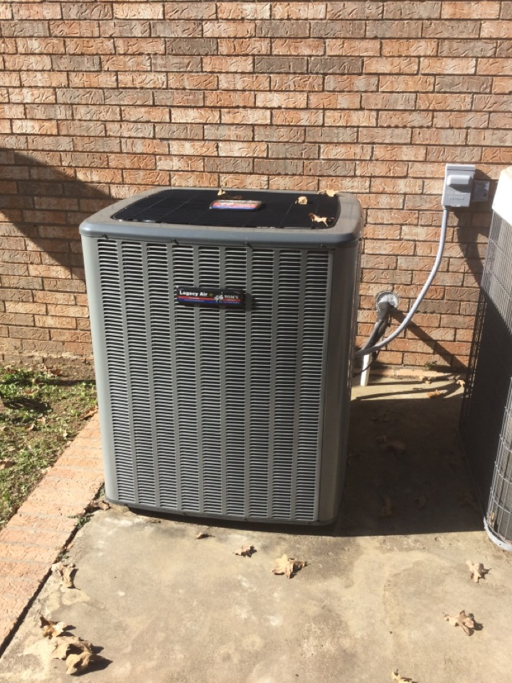 Sallisaw, OK - Performing a fall tuneup on a Legacy Air by Tom's heat pump system for a family in Sallisaw, OK on South 4597 Road