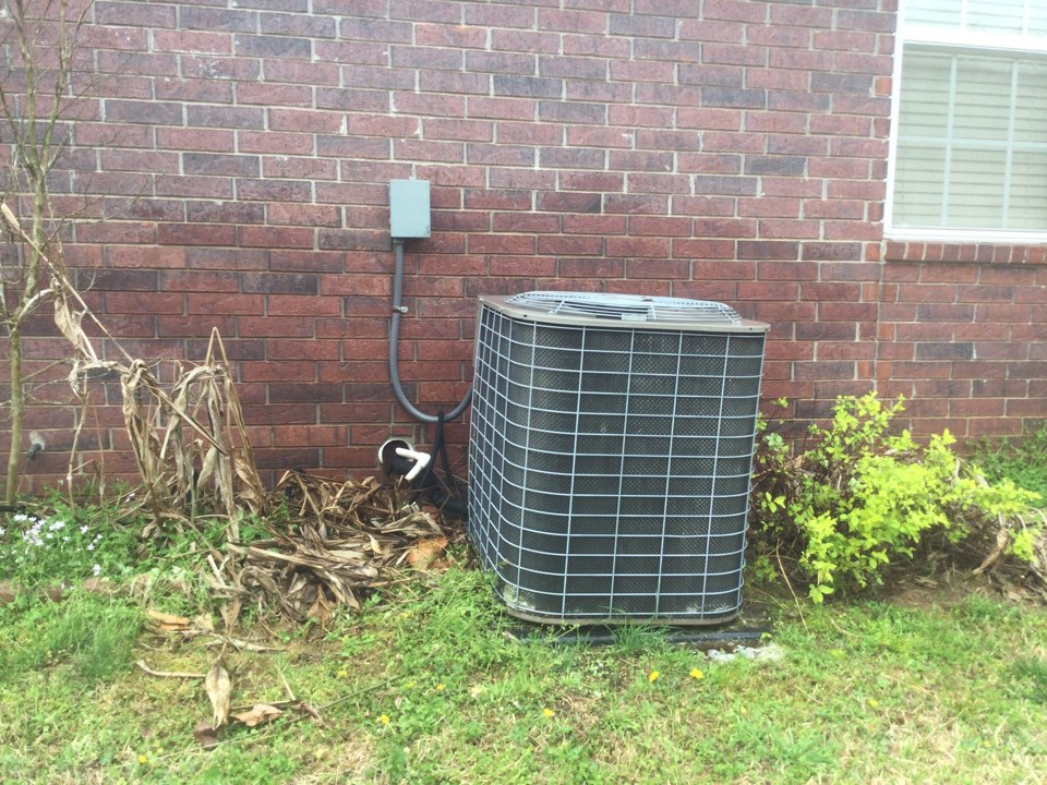 Van Buren, AR - Performed a spring tuneup on a York air conditioner. In Van Buren Arkansas off of Quarry Road. Checked amp and refrigerant charge to ensure that customer was ready for summer.