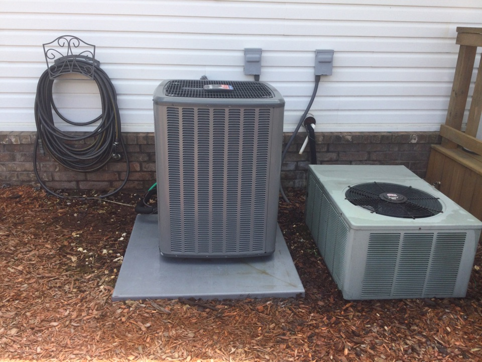 Van Buren, AR - Perform spring tuneup on a the legacy air Heat pump by Tom's heating and air conditioning. Checked refrigerant levels and the split temperatures to ensure the customer is getting the most out of their heating and air conditioning system. Customer is also renewing their service agreement today as well.